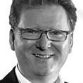 René Obermann     Vorstandsvorsitzender Deutsche Telekom AG    Seit dem 13. November 2006 ist René Obermann, geboren im März 1963 in Düsseldorf, Vorstandsvorsitzender der Deutschen Telekom AG. Bereits im November 2002 war Obermann zum Vorstand T-Mobile der Deutschen Telekom AG berufen worden und von Ende 2002 bis Dezember 2006 gleichzeitig Vorstandsvorsitzender der T-Mobile International AG & Co. KG. Dort war er zuvor seit Juni 2001 Vorstand European Operations and Group Synergies.    Von April 2000 bis März 2002 war er Vorsitzender der Geschäftsführung von T-Mobile (T-Mobile Deutschland GmbH). Von April 1998 bis März 2000 war Obermann Geschäftsführer Vertrieb von T-Mobile Deutschland.     Nach einer kaufmännischen Ausbildung zum Industriekaufmann bei der BMW AG in München von 1984 bis 1986, gründete René Obermann noch im selben Jahr das Handelsunternehmen ABC Telekom mit Sitz in Münster. Seit 1991 war er Geschäftsführender Gesellschafter der daraus entstandenen Hutchison Mobilfunk GmbH und dort von 1994 bis 1998 Vorsitzender der Geschäftsführung.    Nur zur redaktionellen Nutzung im Zusammenhang mit der Deutschen Telekom AG