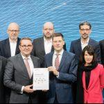 DIV-Report 2018 im Rahmen des diesjährigen Digital-Gipfels übergeben